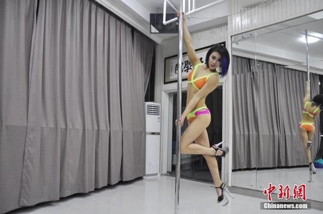 Lóa mắt với dàn mỹ nhân Trung Quốc luyện múa cột ảnh 2
