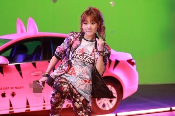 Hari Won khoe xe hơi được thiết kế riêng ảnh 1