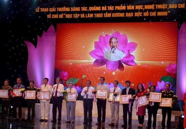 Trao giải thưởng tác phẩm văn học, báo chí về học tập và làm theo tấm gương đạo đức Hồ Chí Minh ảnh 3