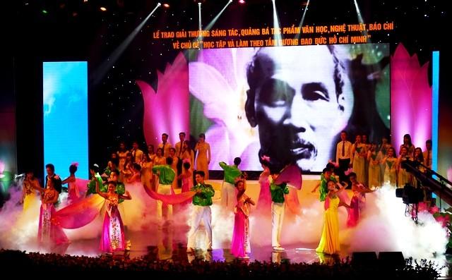 Trao giải thưởng tác phẩm văn học, báo chí về học tập và làm theo tấm gương đạo đức Hồ Chí Minh ảnh 2