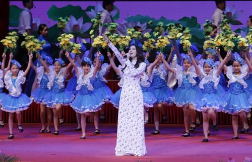 Hình ảnh Lễ kỷ niệm 125 năm Ngày sinh Chủ tịch Hồ Chí Minh ảnh 11