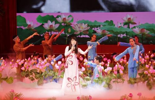 Hình ảnh Lễ kỷ niệm 125 năm Ngày sinh Chủ tịch Hồ Chí Minh ảnh 3