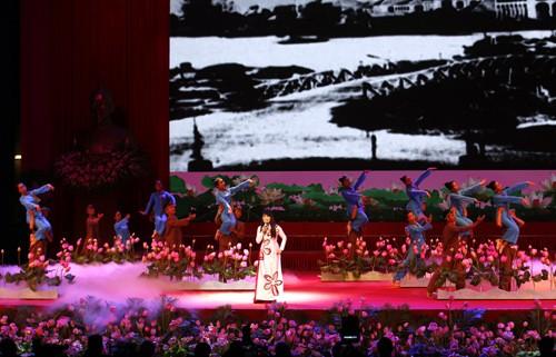 Hình ảnh Lễ kỷ niệm 125 năm Ngày sinh Chủ tịch Hồ Chí Minh ảnh 4