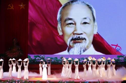Hình ảnh Lễ kỷ niệm 125 năm Ngày sinh Chủ tịch Hồ Chí Minh ảnh 7