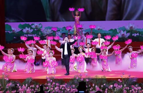 Hình ảnh Lễ kỷ niệm 125 năm Ngày sinh Chủ tịch Hồ Chí Minh ảnh 9
