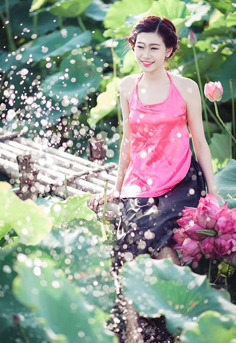 Nữ sinh Sư phạm khoe sắc tinh khôi bên hoa sen ảnh 4