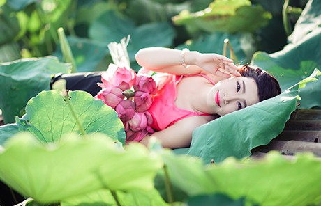 Nữ sinh Sư phạm khoe sắc tinh khôi bên hoa sen ảnh 5