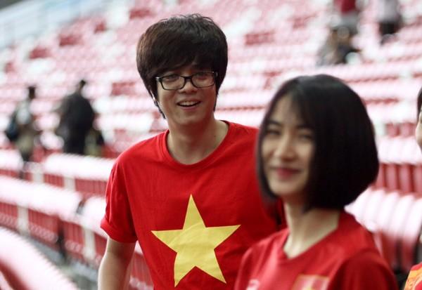 Mặc áo Công Phượng, Hòa Minzy 'cháy' hết mình ở SEA Games ảnh 1
