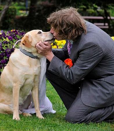 Lạ kỳ những người nhất quyết kết hôn với... động vật ảnh 11