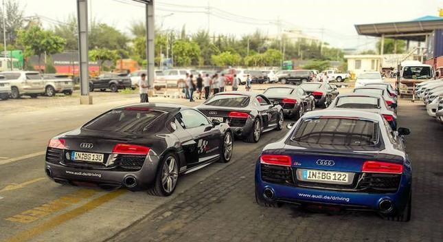 """Dàn siêu xe Audi R8 """"rầm rộ, đổ bộ"""" vào Việt Nam ảnh 3"""