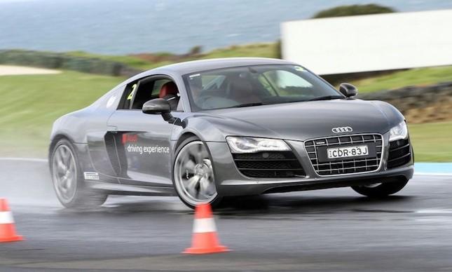 """Dàn siêu xe Audi R8 """"rầm rộ, đổ bộ"""" vào Việt Nam ảnh 6"""