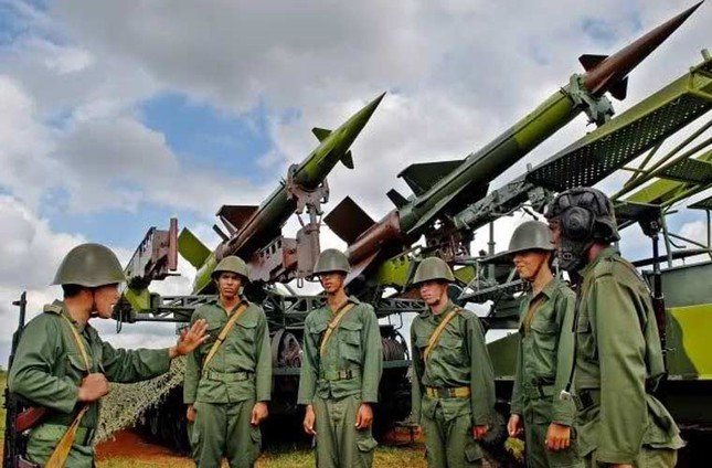 Nhìn gần dàn vũ khí tự chế của Quân đội Cuba ảnh 13
