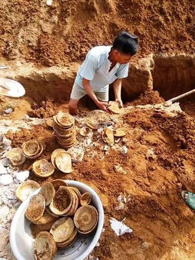Đào móng nhà phát hiện cổ vật hàng trăm năm tuổi ảnh 1