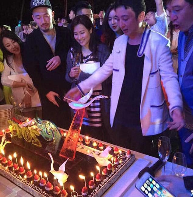 Thú chơi ngông của quý tử giàu nhất Trung Quốc ảnh 1