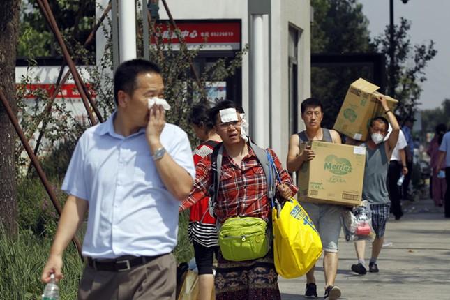 Cảnh 'màn trời chiếu đất' sau vụ nổ lớn ở Trung Quốc ảnh 11