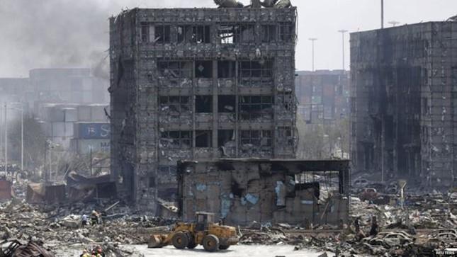 Cảnh 'màn trời chiếu đất' sau vụ nổ lớn ở Trung Quốc ảnh 12