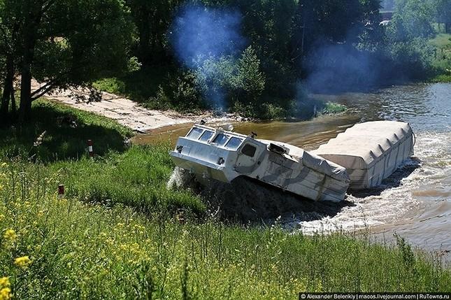 Những bài kiểm tra xe quân sự 'nghẹt thở' của Nga ảnh 14
