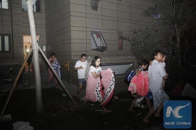 Cảnh 'màn trời chiếu đất' sau vụ nổ lớn ở Trung Quốc ảnh 2