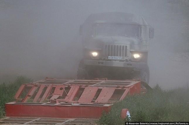Những bài kiểm tra xe quân sự 'nghẹt thở' của Nga ảnh 3