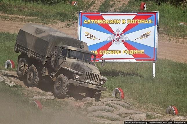 Những bài kiểm tra xe quân sự 'nghẹt thở' của Nga ảnh 4