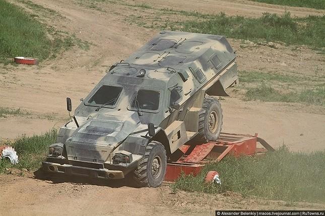 Những bài kiểm tra xe quân sự 'nghẹt thở' của Nga ảnh 7