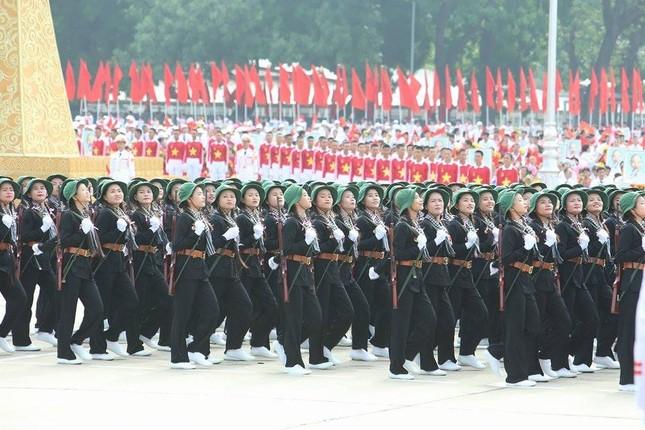 Bóng hồng trong lễ diễu binh, diễu hành kỷ niệm Quốc khánh ảnh 10