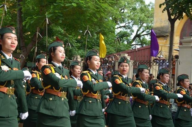 Bóng hồng trong lễ diễu binh, diễu hành kỷ niệm Quốc khánh ảnh 4