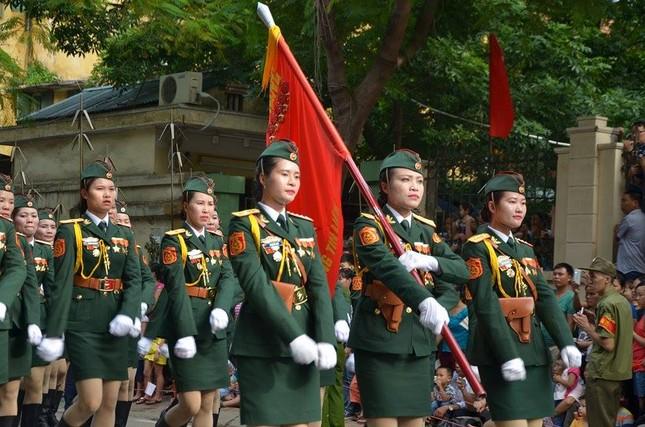 Bóng hồng trong lễ diễu binh, diễu hành kỷ niệm Quốc khánh ảnh 3