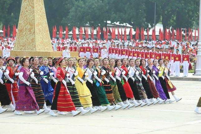 Bóng hồng trong lễ diễu binh, diễu hành kỷ niệm Quốc khánh ảnh 11