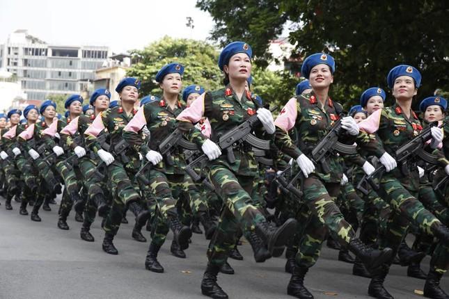 Bóng hồng trong lễ diễu binh, diễu hành kỷ niệm Quốc khánh ảnh 13