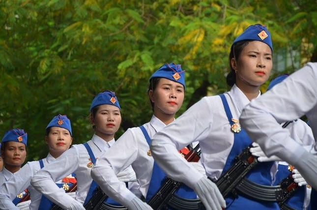 Bóng hồng trong lễ diễu binh, diễu hành kỷ niệm Quốc khánh ảnh 9