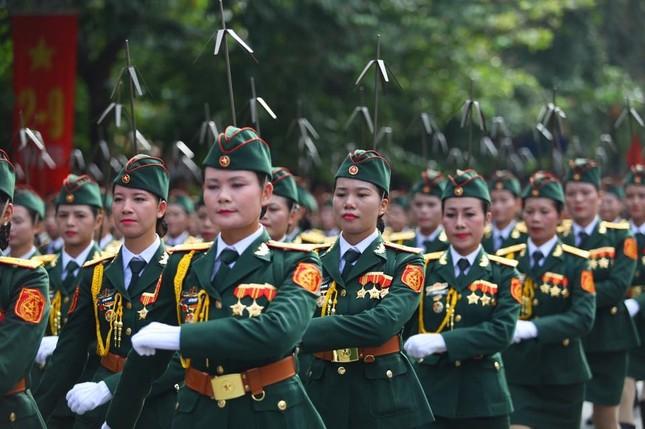 Bóng hồng trong lễ diễu binh, diễu hành kỷ niệm Quốc khánh ảnh 2