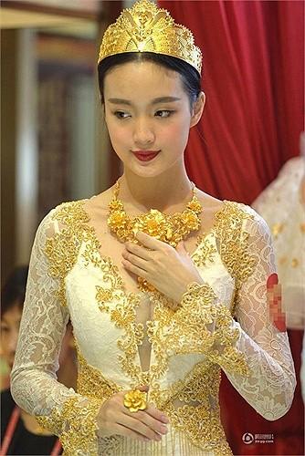 Lóa mắt với áo cưới làm từ vàng ròng ảnh 2