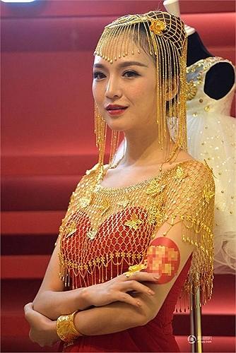Lóa mắt với áo cưới làm từ vàng ròng ảnh 5