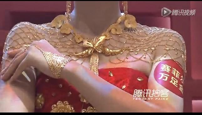 Lóa mắt với áo cưới làm từ vàng ròng ảnh 8