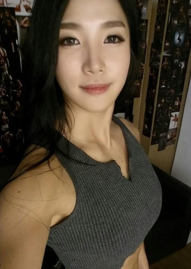 Mỹ nhân cơ bắp Hàn Quốc có khuôn mặt xinh như búp bê ảnh 16