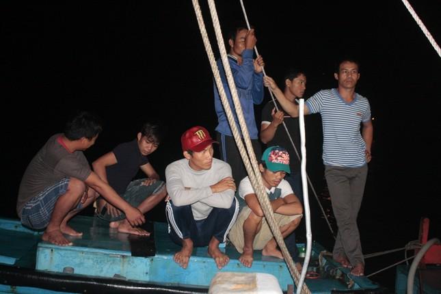 Tàu đưa thi thể ngư dân bị bắn chết ở Trường Sa đã về bờ ảnh 2