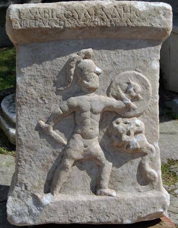 Bia đá khắc họa trận huyết chiến giữa con trai Hercules và quái xà ảnh 1