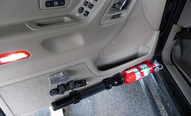 Nên đặt bình cứu hỏa ở đâu trên ôtô? ảnh 3