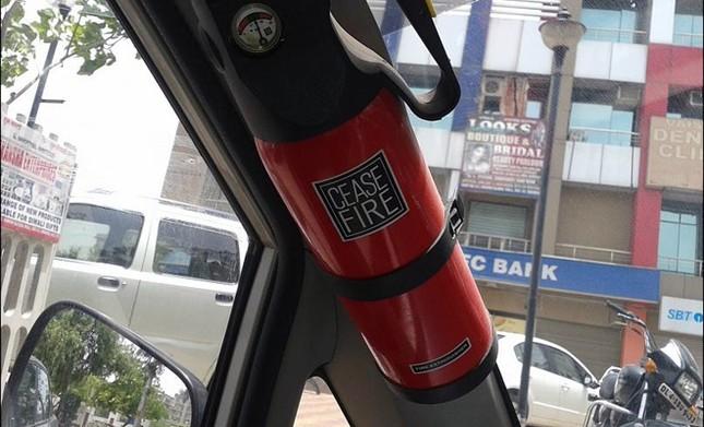 Nên đặt bình cứu hỏa ở đâu trên ôtô? ảnh 4
