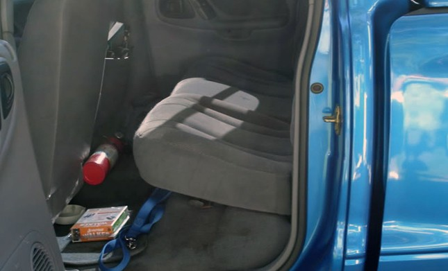 Nên đặt bình cứu hỏa ở đâu trên ôtô? ảnh 6