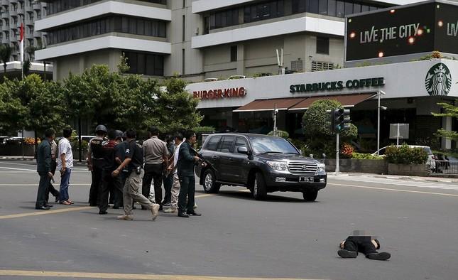 Nghi phạm đánh bom tại Jakarta bị ghi hình ảnh 1