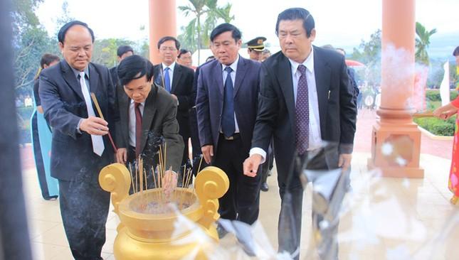 Giáo sư Hàn Quốc cúi đầu tạ tội nạn nhân vụ thảm sát Bình An ảnh 2