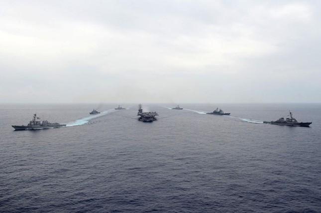 Choáng ngợp tàu chiến Mỹ dàn quân phóng tên lửa trên biển ảnh 10