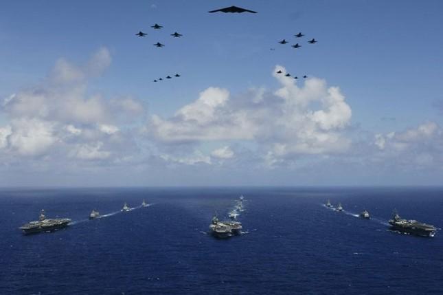 Choáng ngợp tàu chiến Mỹ dàn quân phóng tên lửa trên biển ảnh 11