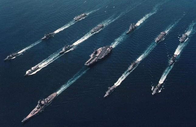 Choáng ngợp tàu chiến Mỹ dàn quân phóng tên lửa trên biển ảnh 13
