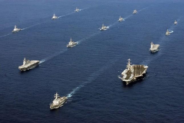 Choáng ngợp tàu chiến Mỹ dàn quân phóng tên lửa trên biển ảnh 14