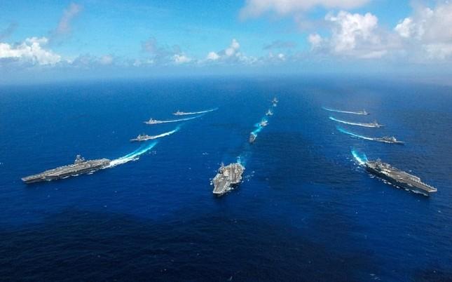 Choáng ngợp tàu chiến Mỹ dàn quân phóng tên lửa trên biển ảnh 15