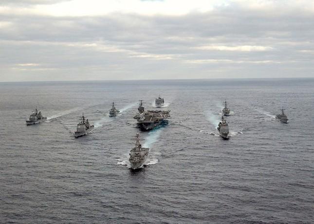 Choáng ngợp tàu chiến Mỹ dàn quân phóng tên lửa trên biển ảnh 3