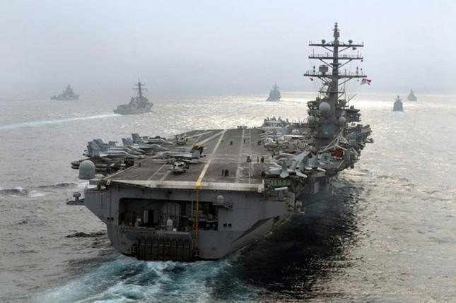 Choáng ngợp tàu chiến Mỹ dàn quân phóng tên lửa trên biển ảnh 5